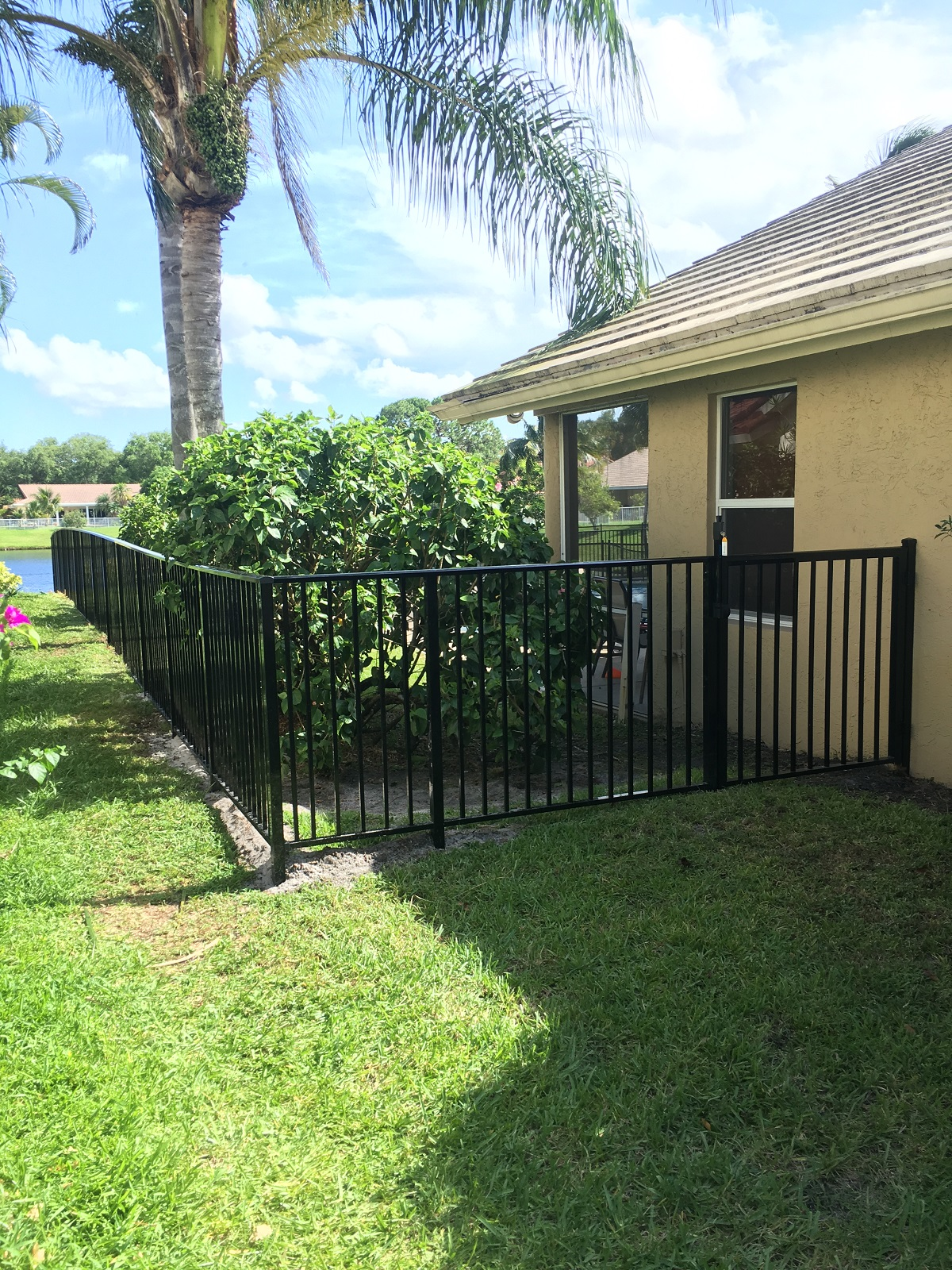 residential fence contractor installing an aluminum fences